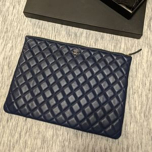 Chanel 2018 Quilted O-Case in navy ( rare )